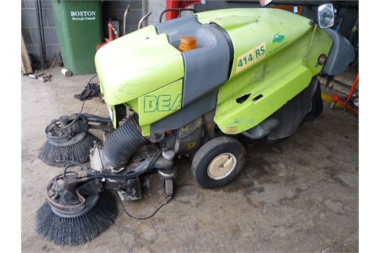 Lot 47 - * APPLIED GREEN MACHINE 414 RS DIESEL POWERED STREET SWEEPER ...