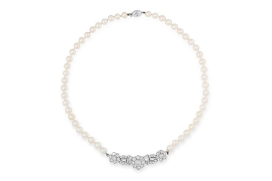 A PEARL AND DIAMOND NECKLACE comprising a single row of twenty-four pearls of 6.0mm, suspending a