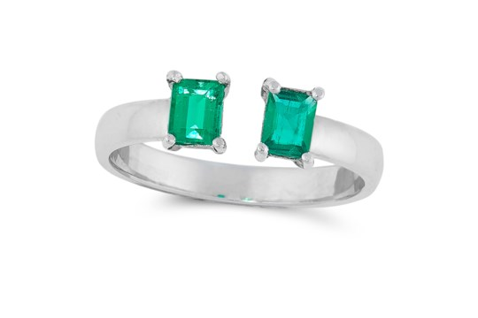A COLOMBIAN EMERALD RING in 18ct white gold, set with two emerald cut emeralds totalling 0.60