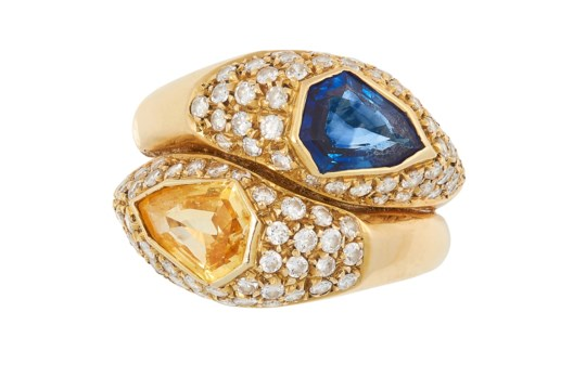 A BLUE SAPPHIRE, YELLOW SAPPHIRE AND DIAMOND CROSSOVER RING set with a fancy cut yellow sapphire,