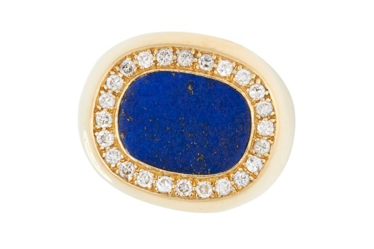 A LAPIS LAZULI AND DIAMOND DRESS RING in 18ct yellow gold, set with a polished lapis lazuli disc
