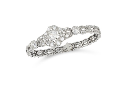 AN ART DECO DIAMOND BRACELET, EARLY 20TH CENTURY in 18ct white gold and platinum, set with three