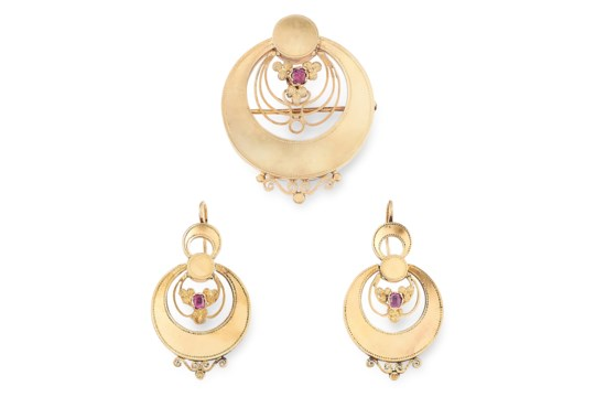 AN ANTIQUE RUBY EARRING AND BROOCH / PENDANT SUITE in 18ct yellow gold, in Art Nouveau design each