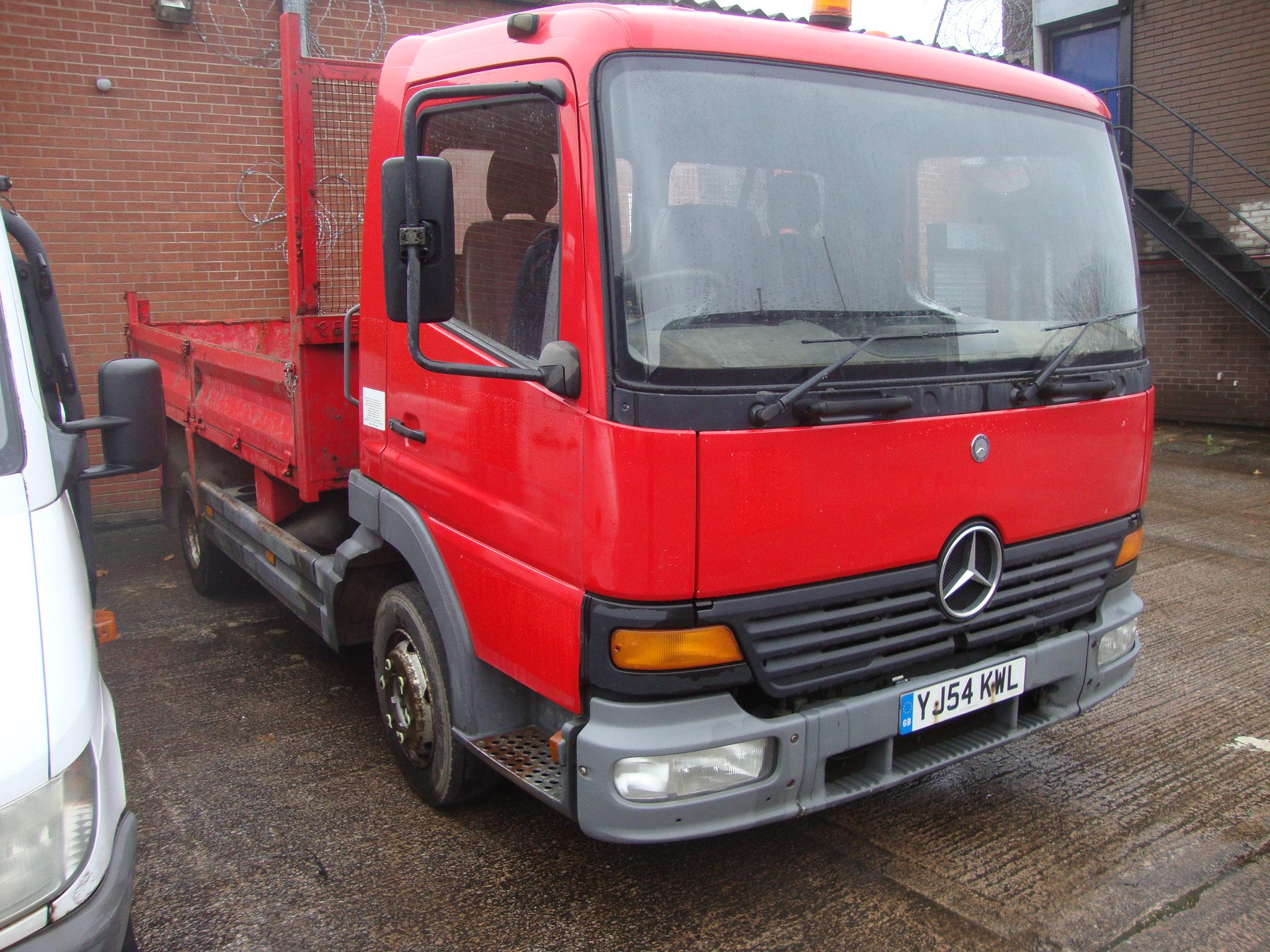 YJ54 KWL Mercedes Atego 815 tipper (7 5 ton), 6 speed manual gearbox