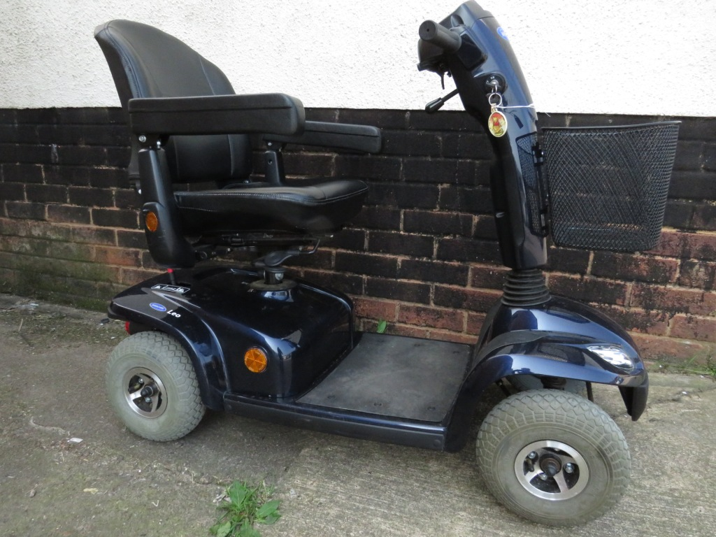 Lot 28 - INVACARE LEO FOUR WHEEL MOBILITY SCOOTER (KEY AND CHARGER IN OFFICE) (MANUAL IN OFFICE)