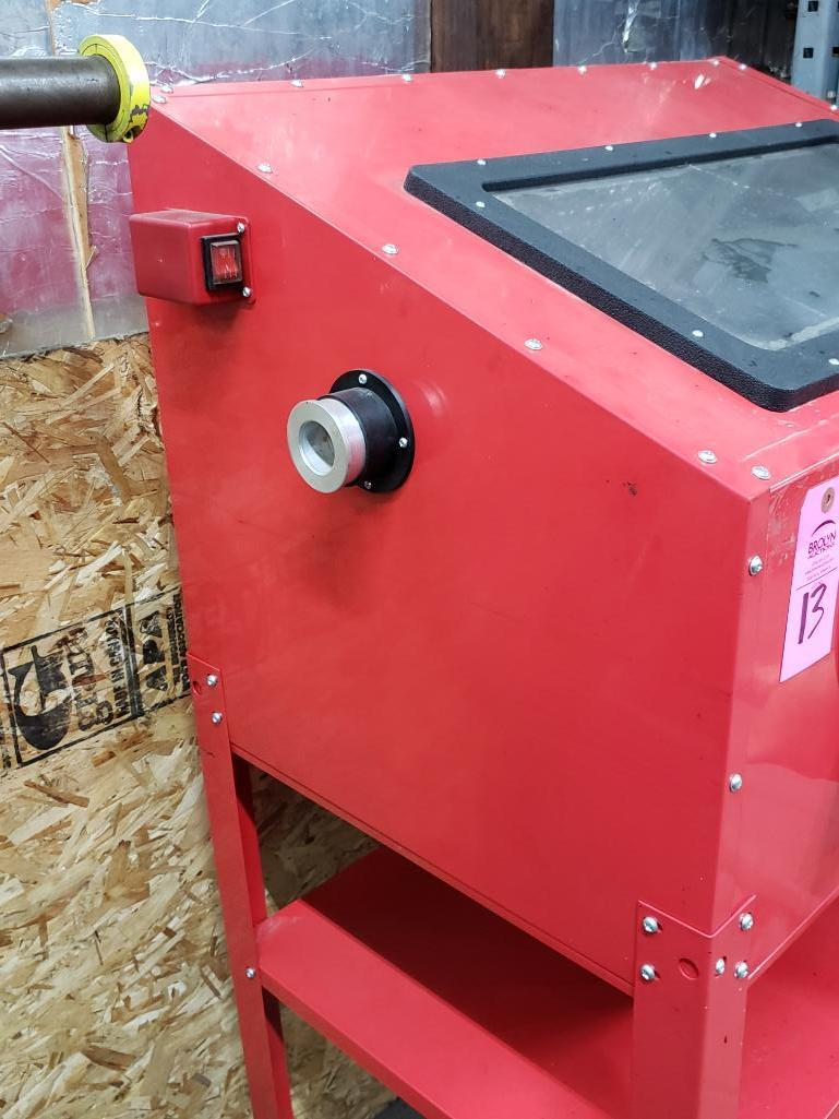 Central Pneumatic 40lb capacity floor sand blasting cabinet. - Image 4 of 4