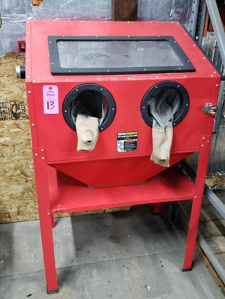 Central Pneumatic 40lb capacity floor sand blasting cabinet.