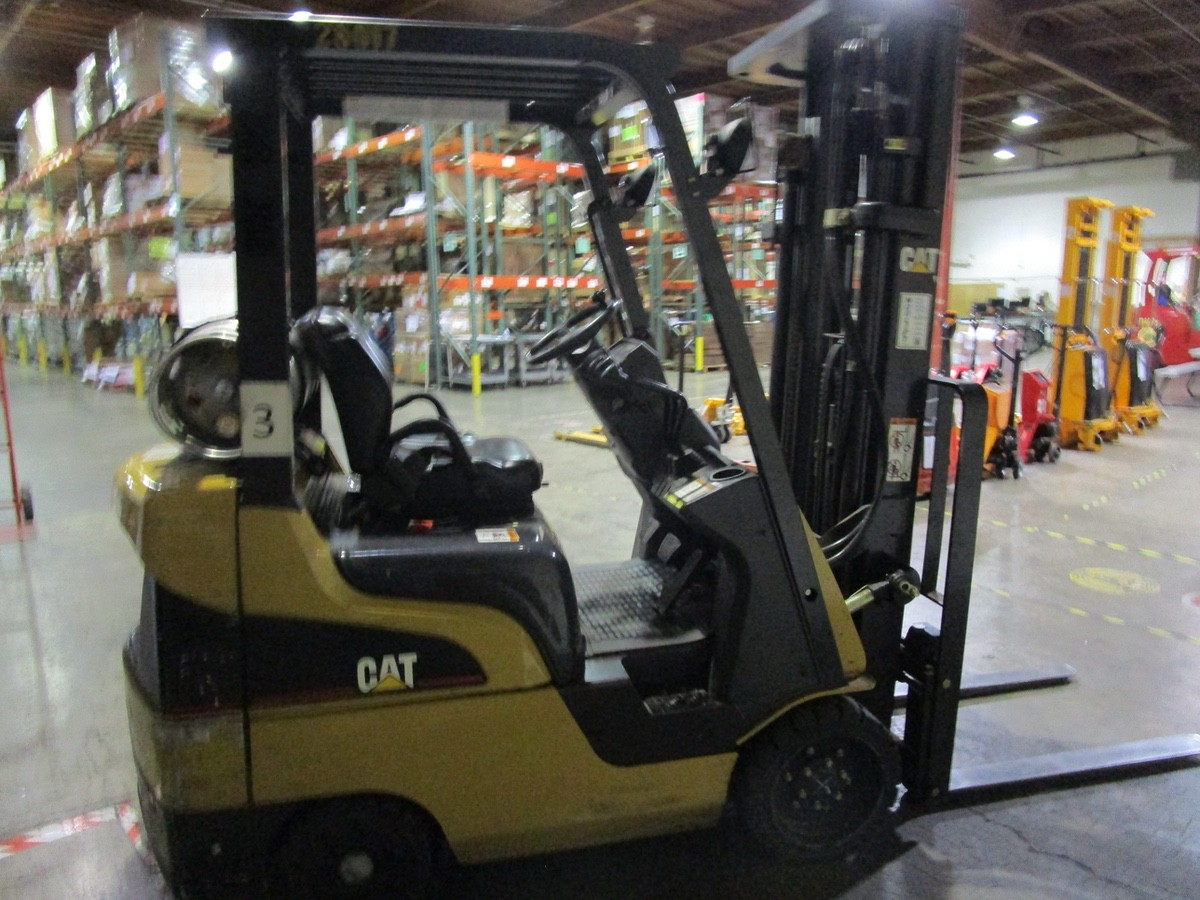Lot 8 - Cat CC4000 LPG Forklift s/n AT81F50079 (Delivery - 4/3/20), 1700 Hours, 3,125 #, 200 | Rig Fee: $100