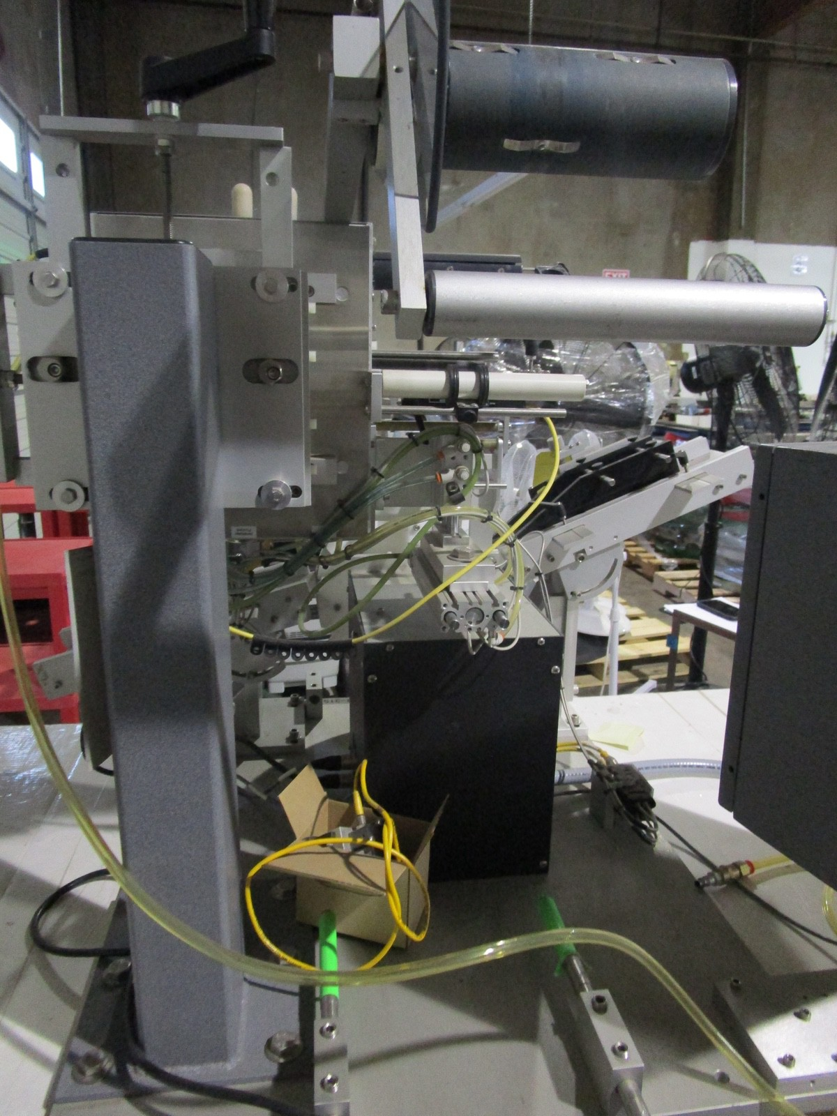 Universal R-315 Carrousel/L-15 Labeling System/L-60 Left Hand s/n 718-004-1-05-1064 | Rig Fee: $50 - Image 6 of 10