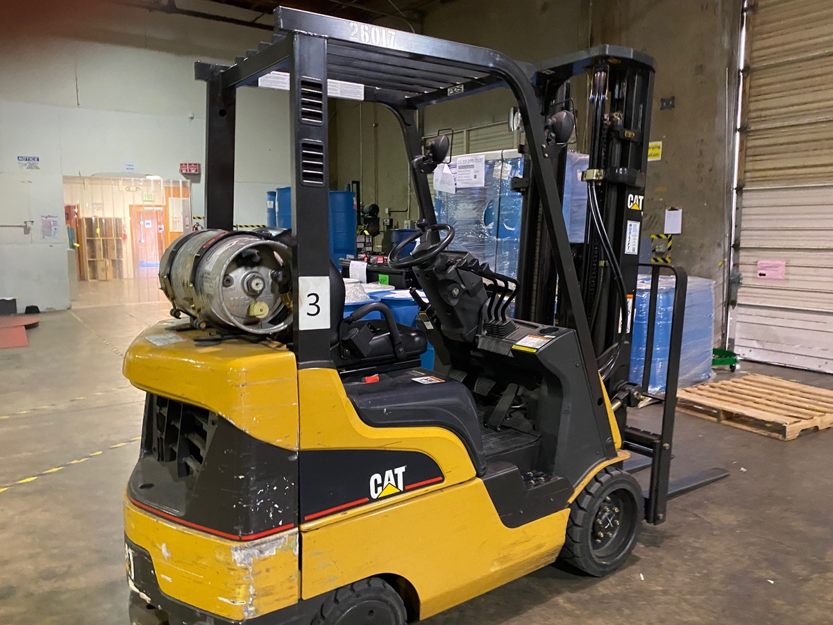 Cat CC4000 LPG Forklift s/n AT81F50079 (Delivery - 4/3/20), 1700 Hours, 3,125 #, 200 | Rig Fee: $100