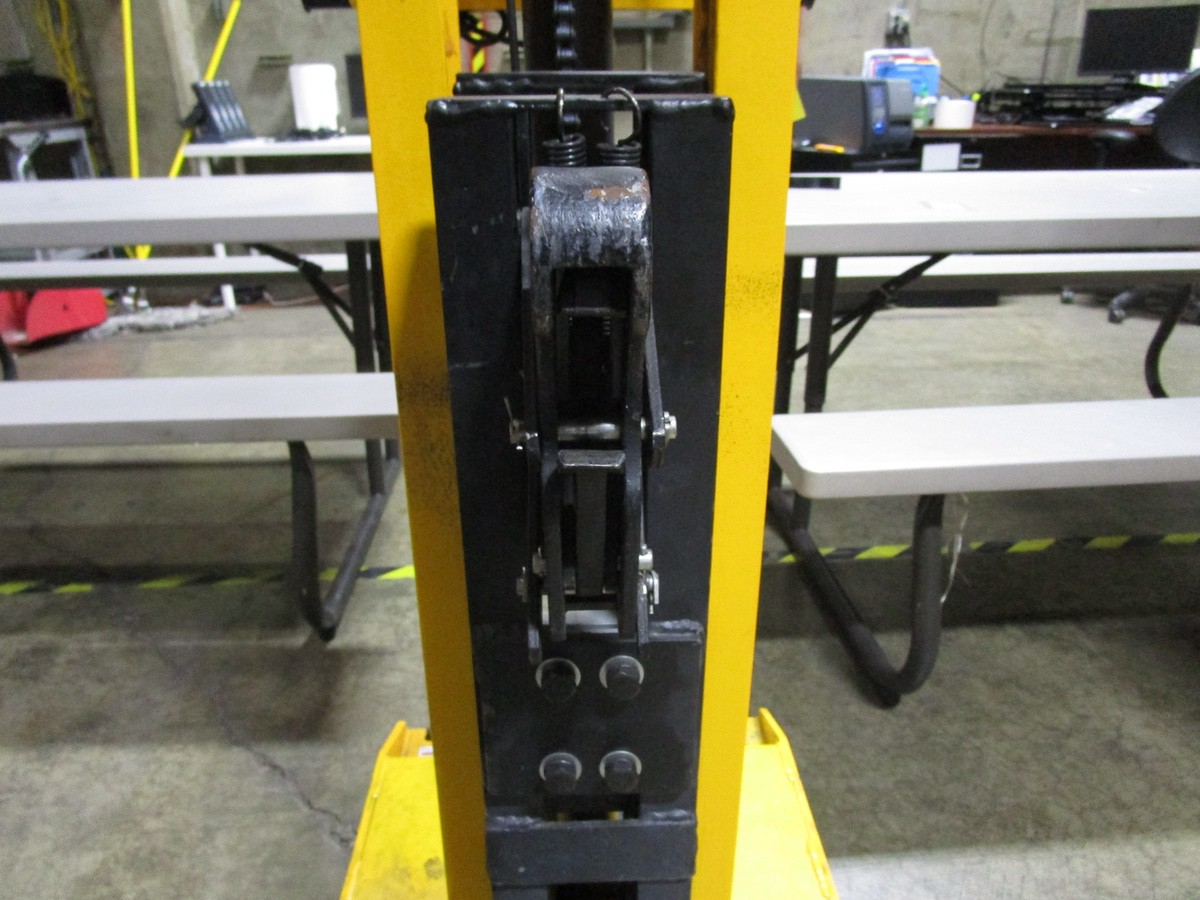 Lot 40A - 2019 Vestil Drum-55-SCL-E Drum Lift s/n 182746, 900#, Digital Scale | Rig Fee: $0