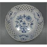 """MEISSEN KORB - SCHALE """"ZWIEBELMUSTER"""" / basket / bowl, Porzellan, Manufaktur Meissen,"""