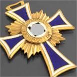 """Auszeichnung III. Reich farbig emailliert, """"Der deutschen Mutter"""", Stufe Gold, ungeprüft,"""