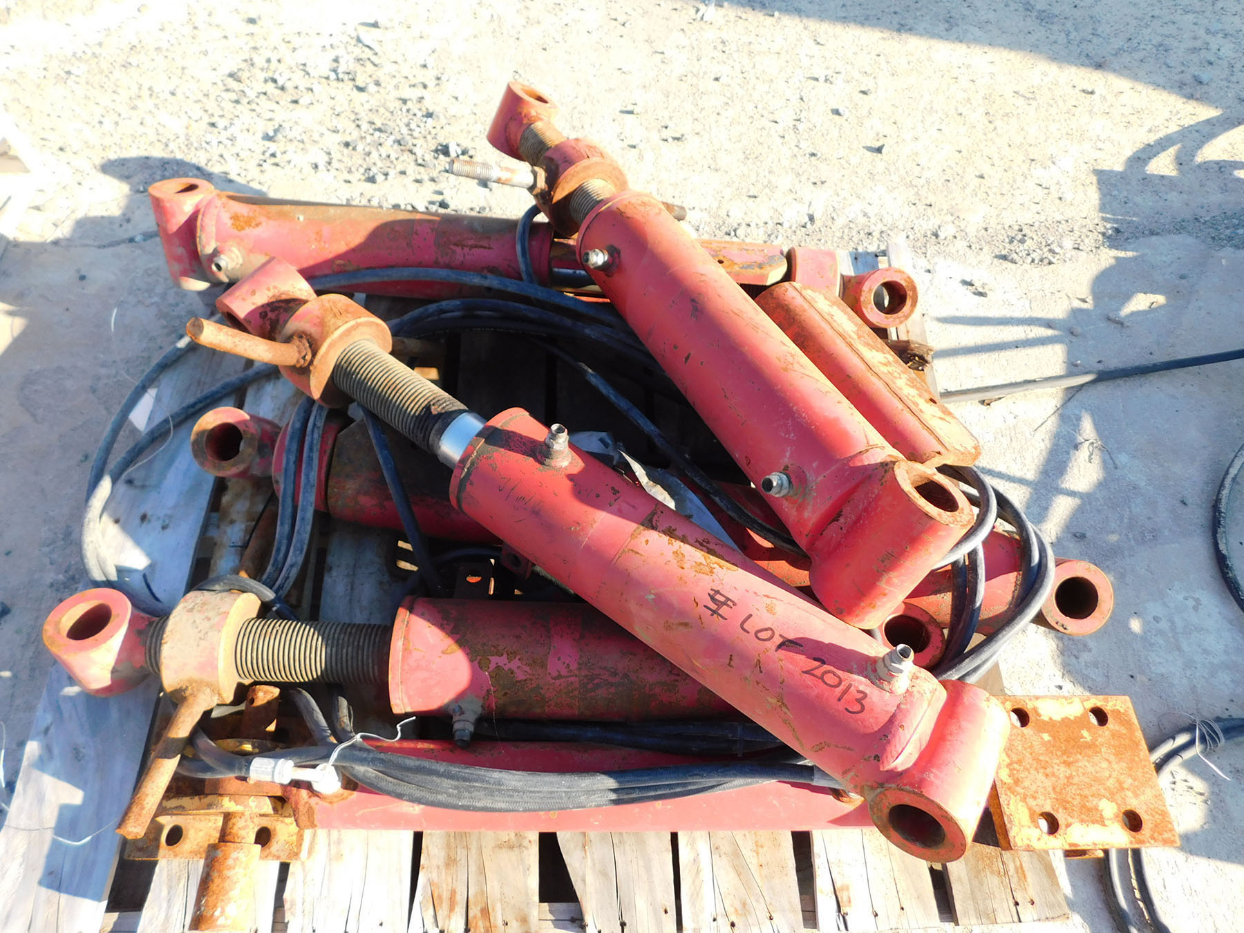 Lot 2013 - PALLET OF HYDRAULIC CYLINDERS