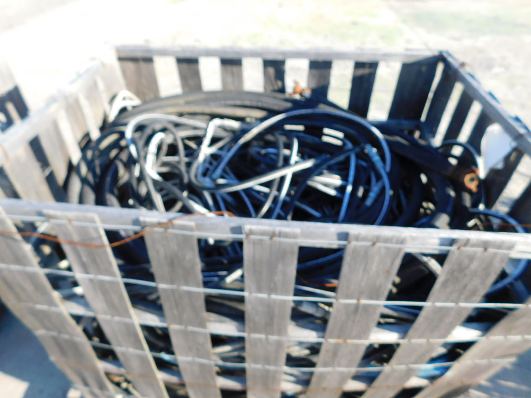 Lot 2018 - CRATE OF ASSORTED HOSES