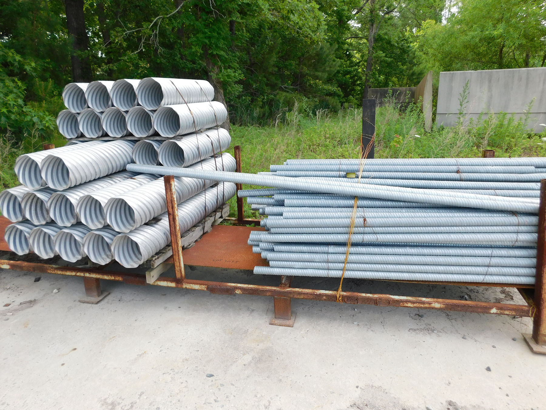 Lot 2055 - LOT OF GALVANIZED STEEL PIPE & RACK