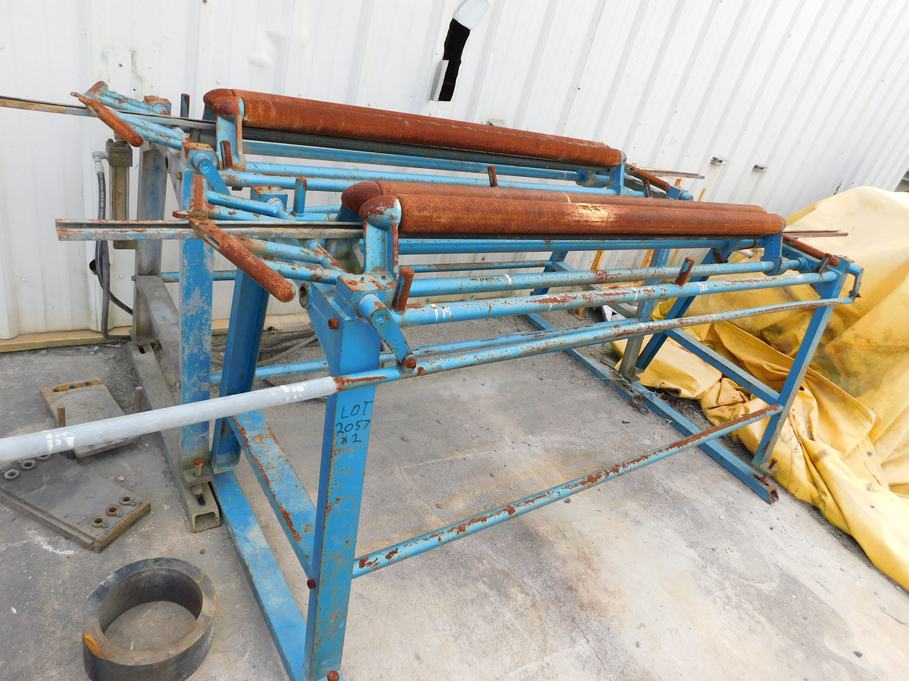 Lot 2057 - (2) PIPE ROLLERS ON STAND