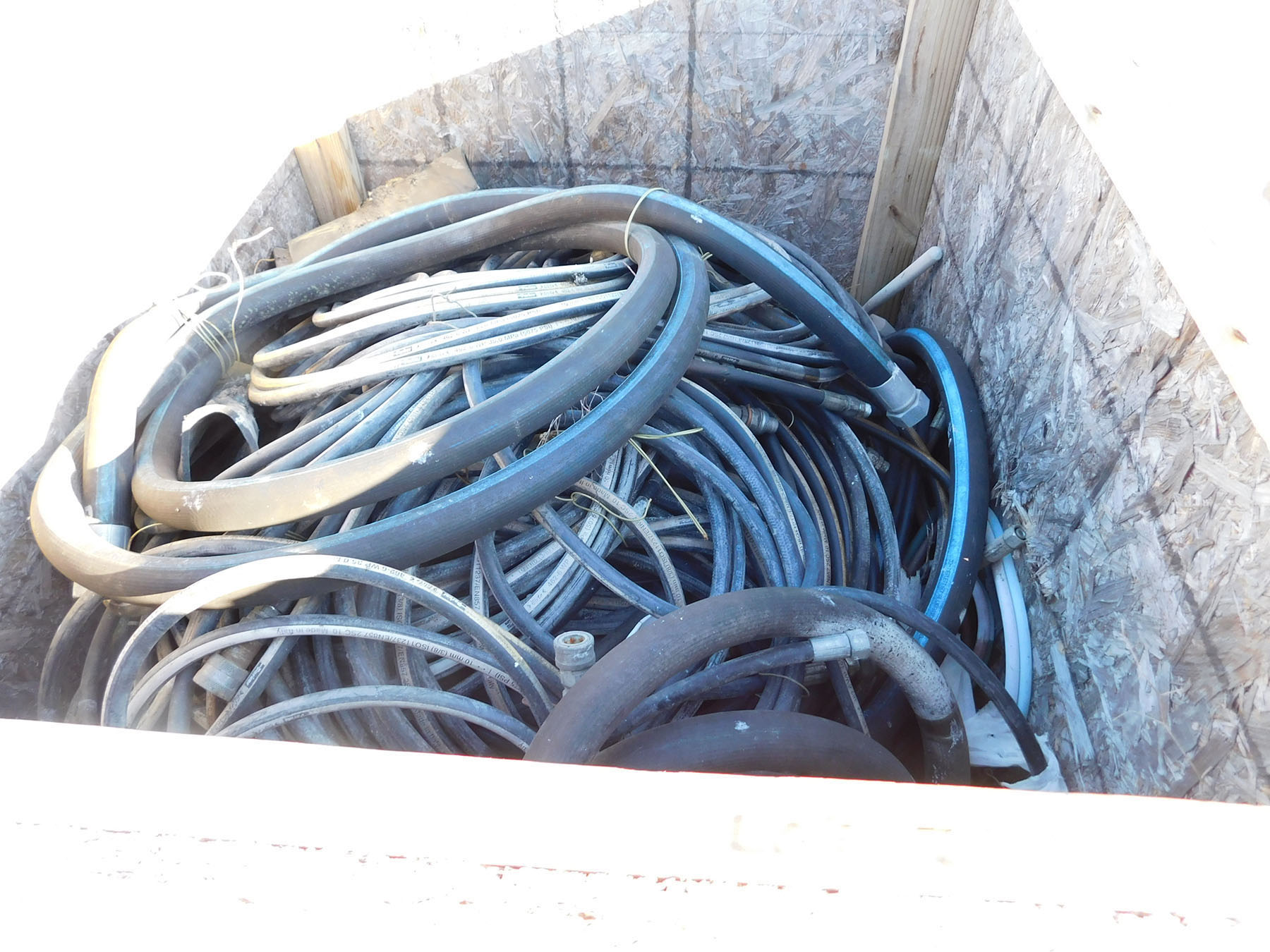 Lot 2020 - LOT OF ASSORTED HOSES