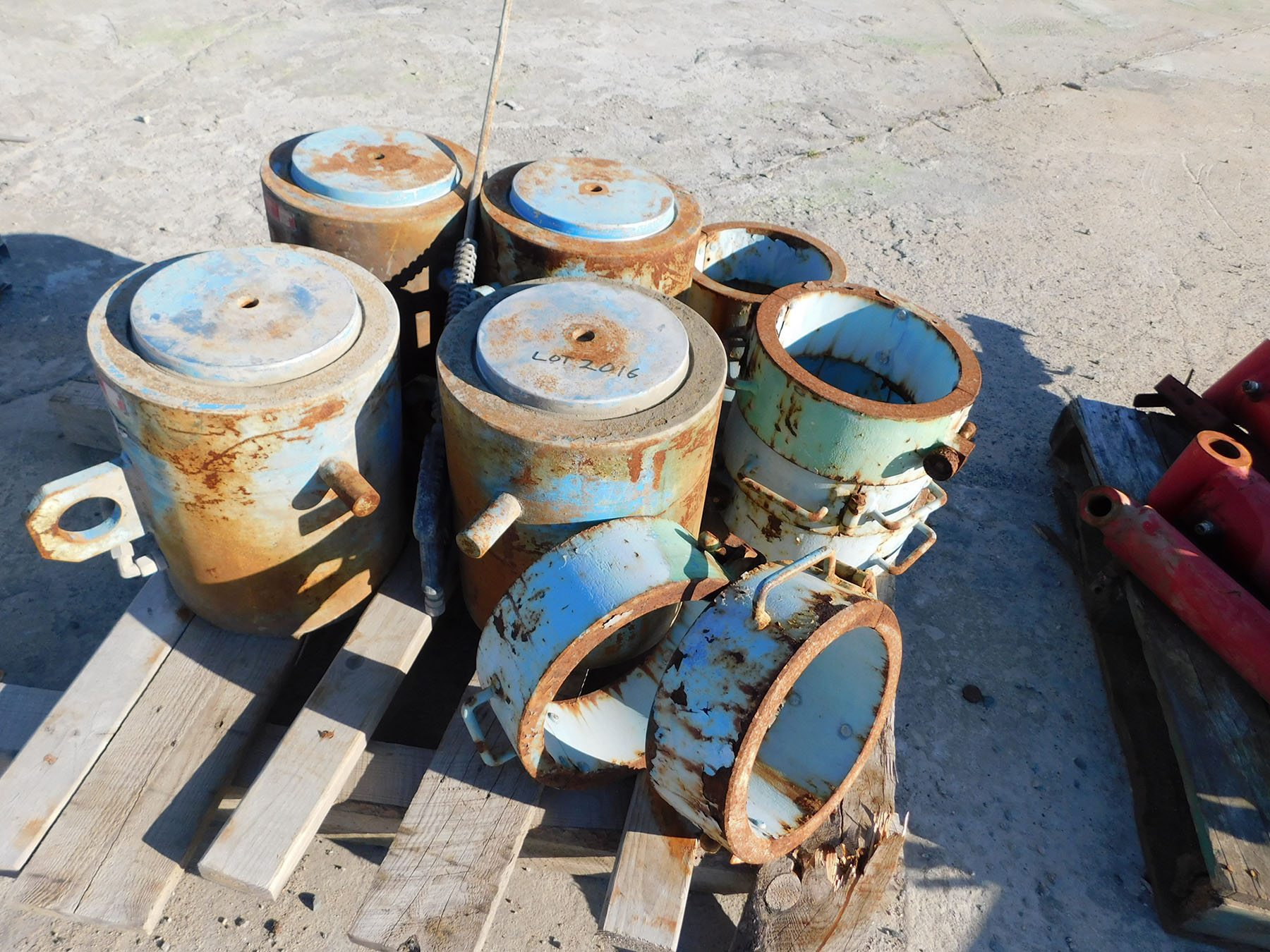 Lot 2016 - HYDRAULIC CYLINDER; TYPE 44/79-061.08, 200-TON