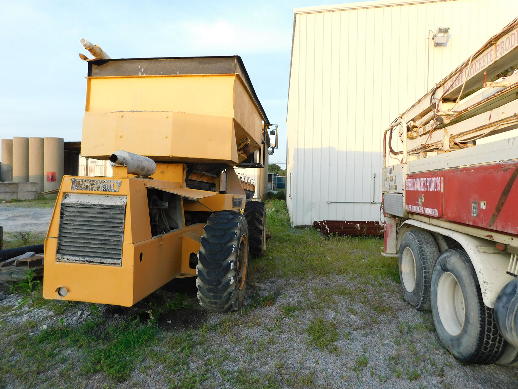 Lot 2414 - TUCKER BILT T630 CONCRETE TRANSPORT VEHICLE 6-YARD HOPPER, HYDRAULIC SWING, 3 SPEED AUGER, DIESEL