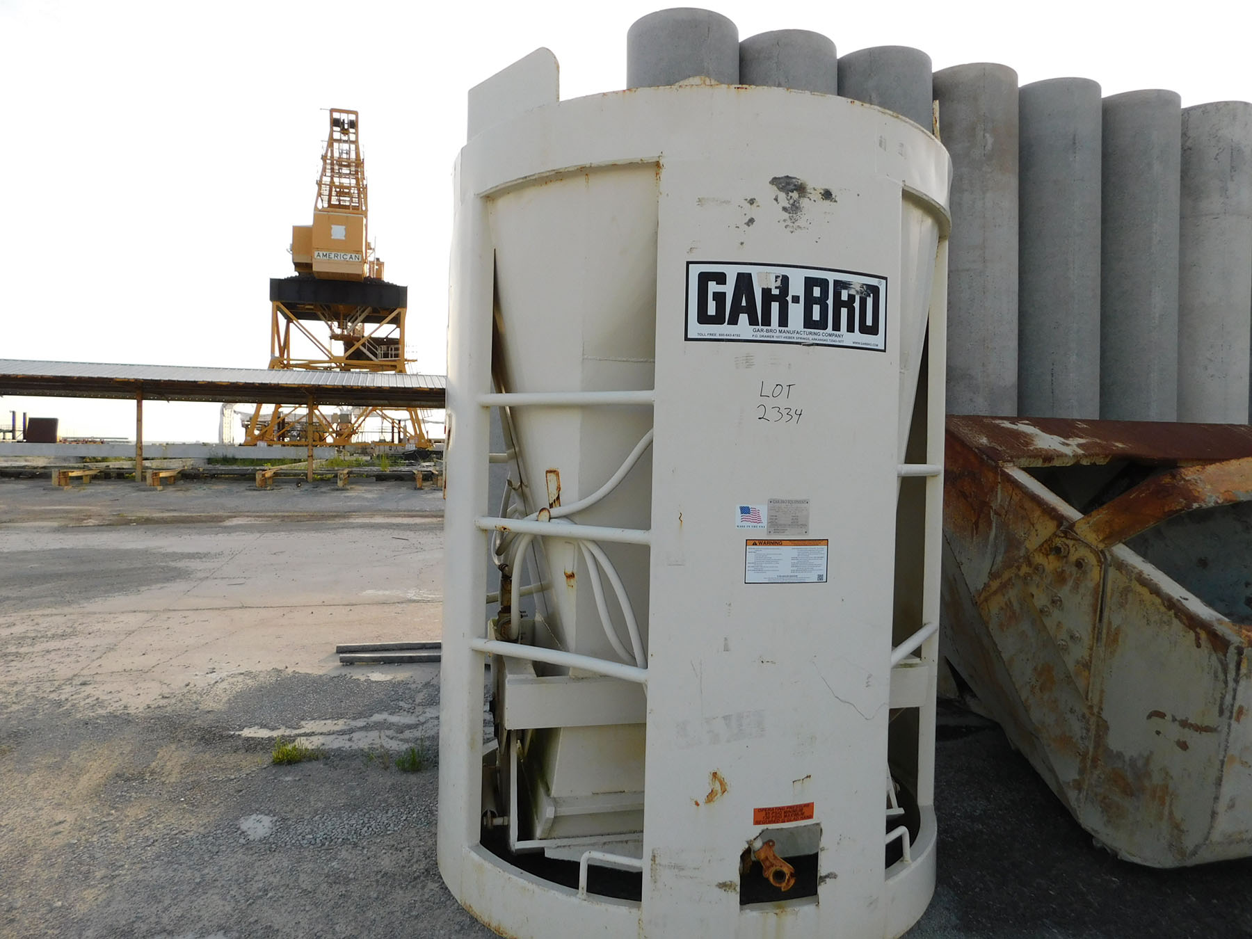 Lot 2334 - GAR-BRO EQUIPMENT CONCRETE BUCKET; MAX WEIGHT 27,500 LBS., YEAR 2015