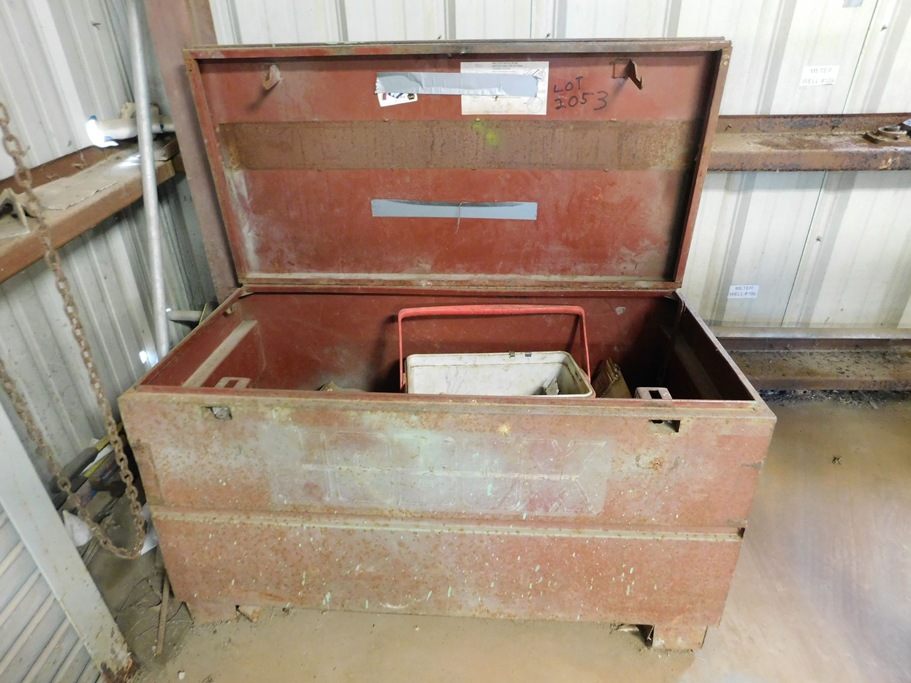 Lot 2053 - JOBOX WITH CONTENT