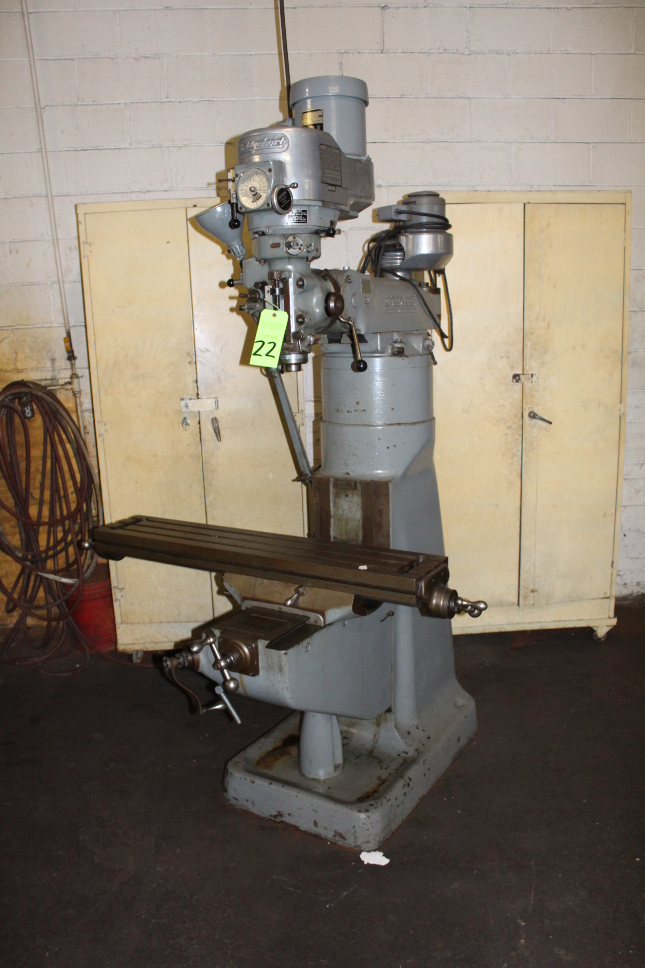 Lot 22 - Bridgeport 1-1/2 Hp Variable Speed Vertical Milling Machine
