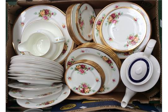 Heritage china (Stoke on Trent) part dinner service, with