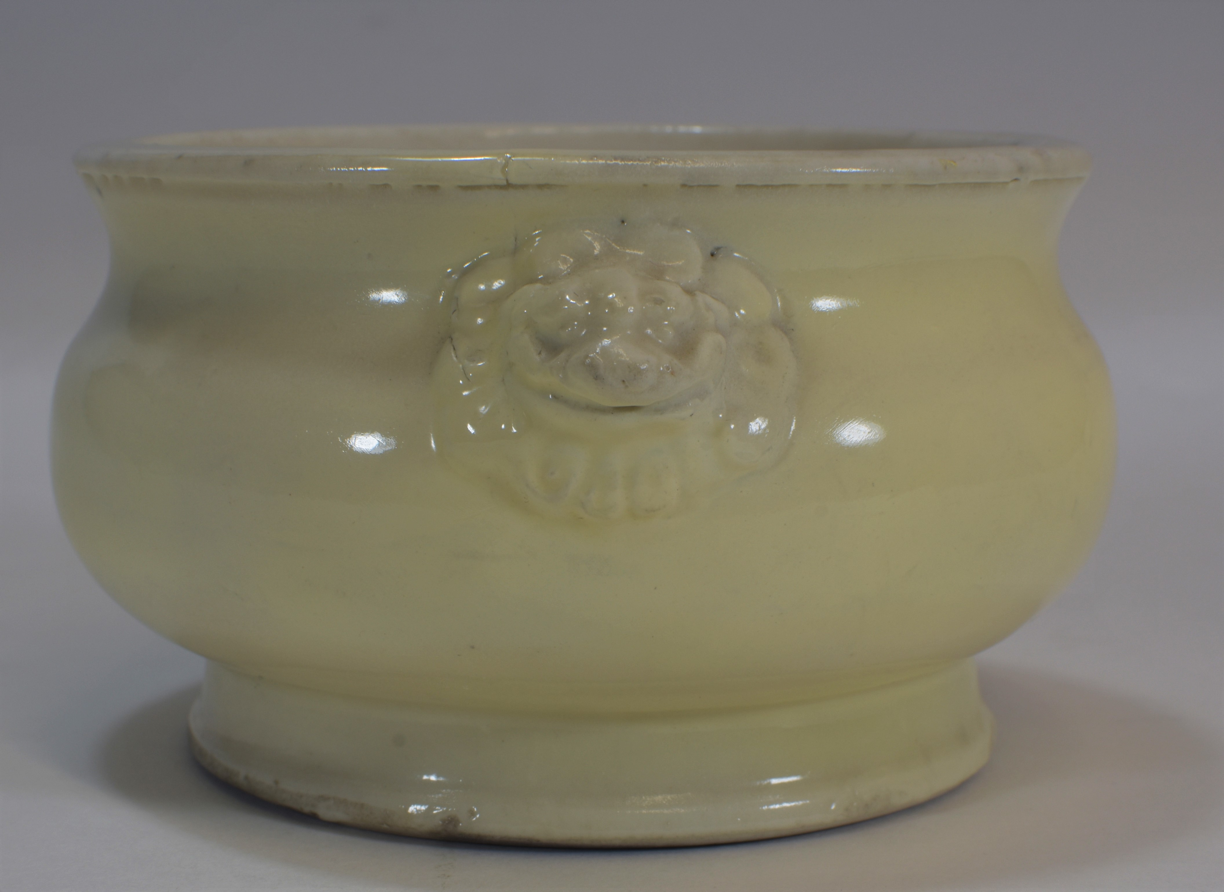 Lot 17 - A 17th century white glazed censor with two lion heads 14cm tall清 十八世紀 白釉香爐