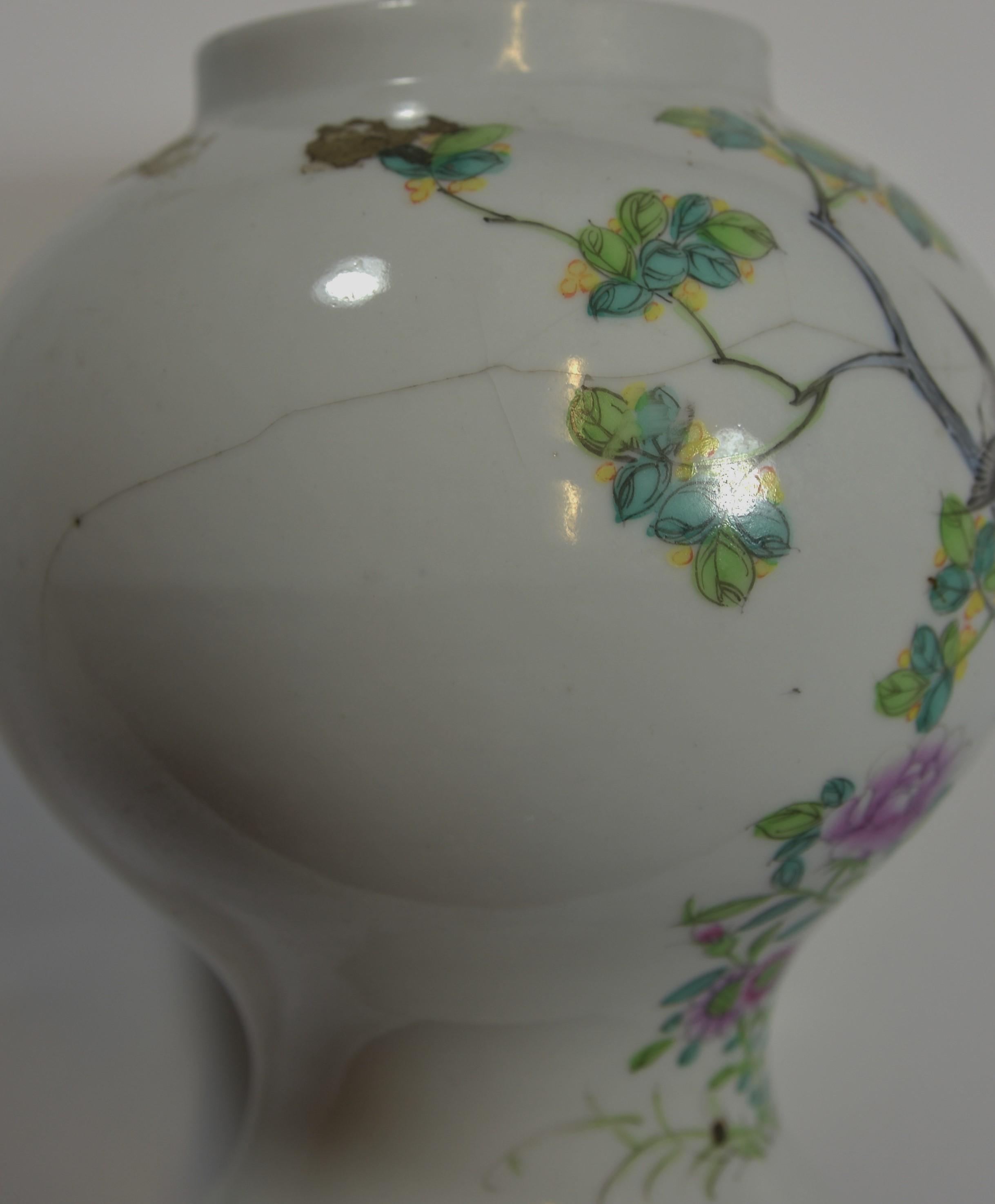 Lot 52 - Two Early 20th century famille rose pots (2) 11-19cm 文初時期 粉彩共两件