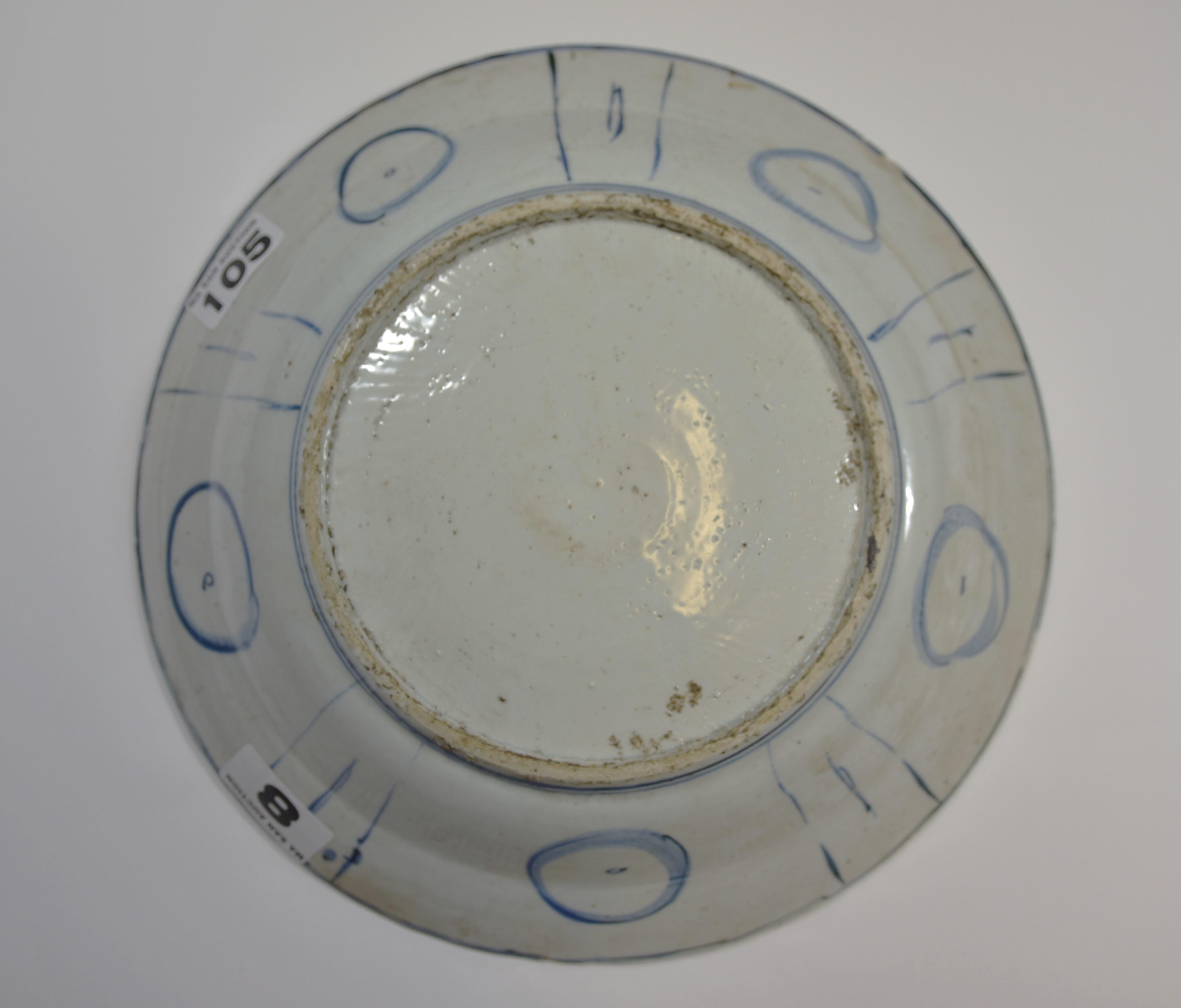Lot 5 - A 17th Ming dynasty blue and white Kraak dish 35cm diameter明 十七世紀 青花花鳥大碟