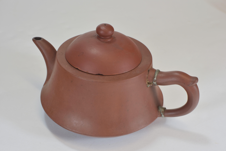 Lot 59 - Two Yixing tea pots宜興紫砂茶壺兩件