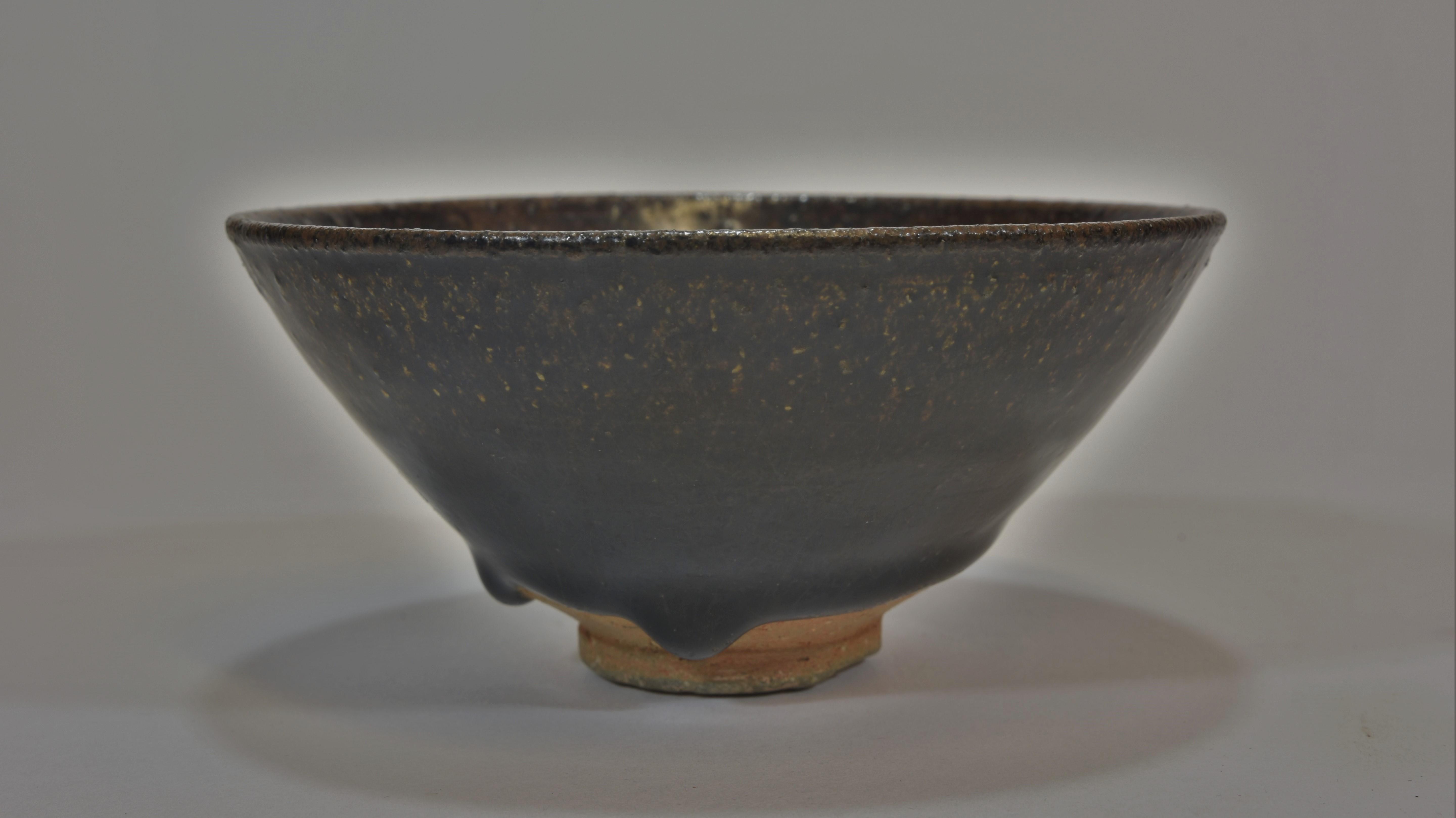 Lot 22 - A Song dynasty black glazed tea bowl 12cm diameter宋朝時期 黑釉茶碗