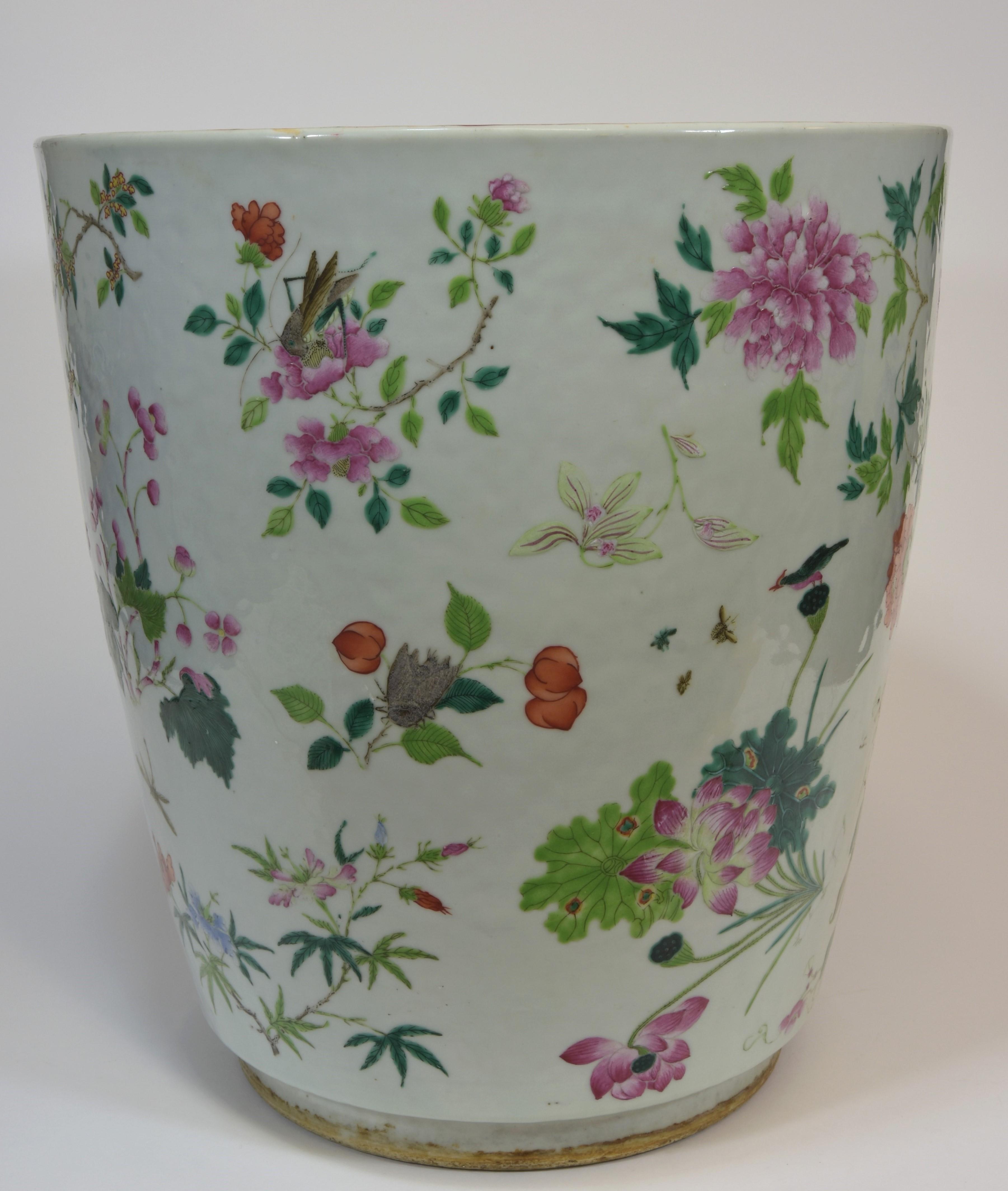 Lot 43 - A 19th century floral pot 42cm清 光緒時期 粉彩萬花盆