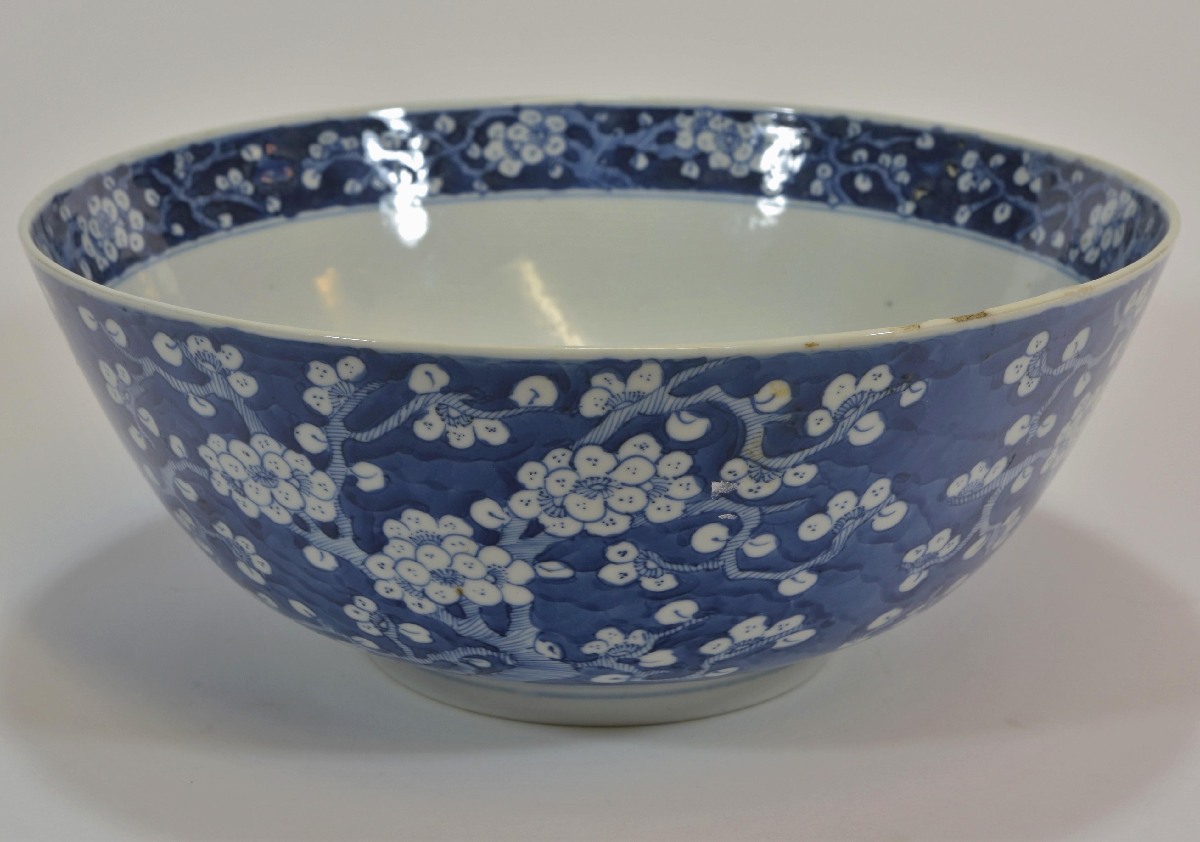 Lot 3 - A 19th century blue and white Mei hua bowl 26cm diameter清 十九世紀 青花梅花紋盌