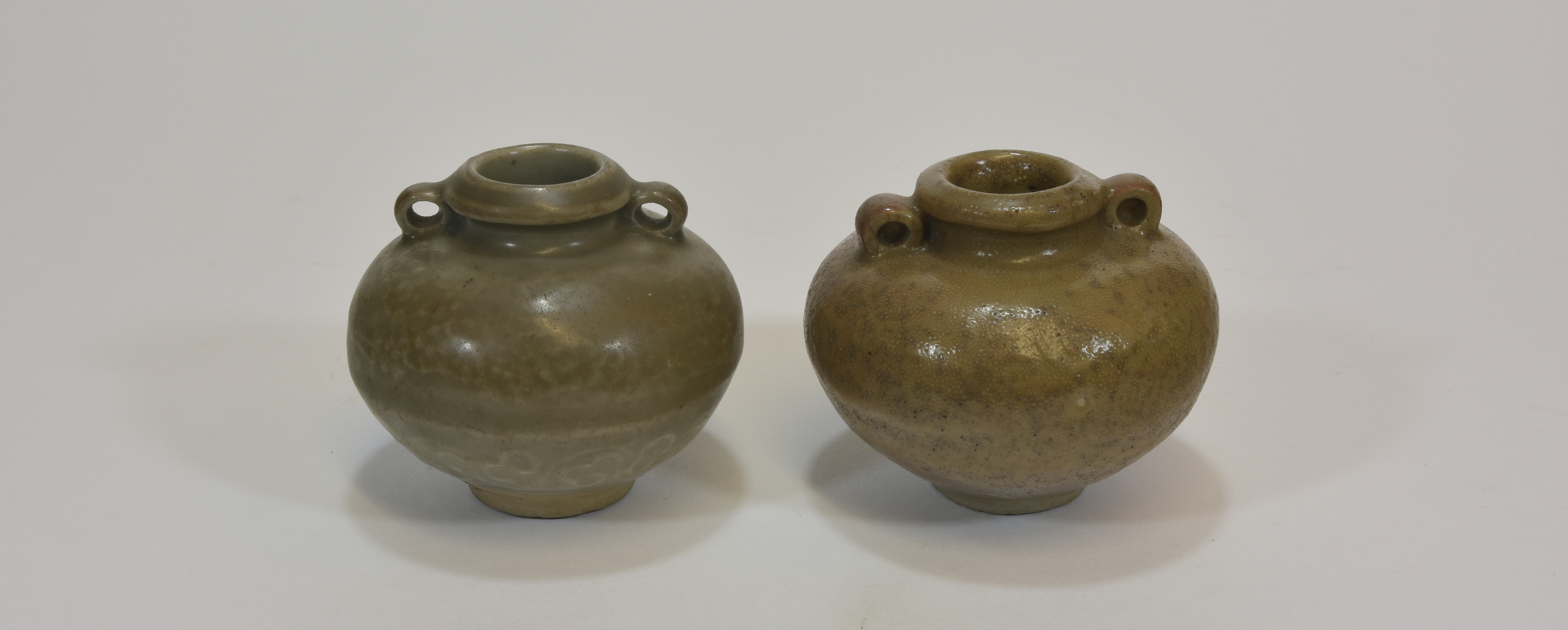 Lot 20 - Two 14th - 15th century celadon jars 7-8cm tall (2)宋朝時期 龍泉釉小罐两个