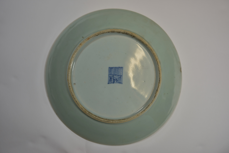 Lot 54 - Two 19th century famille rose plates 27cm 清 光緒時期或遲 瓷器碟共两件