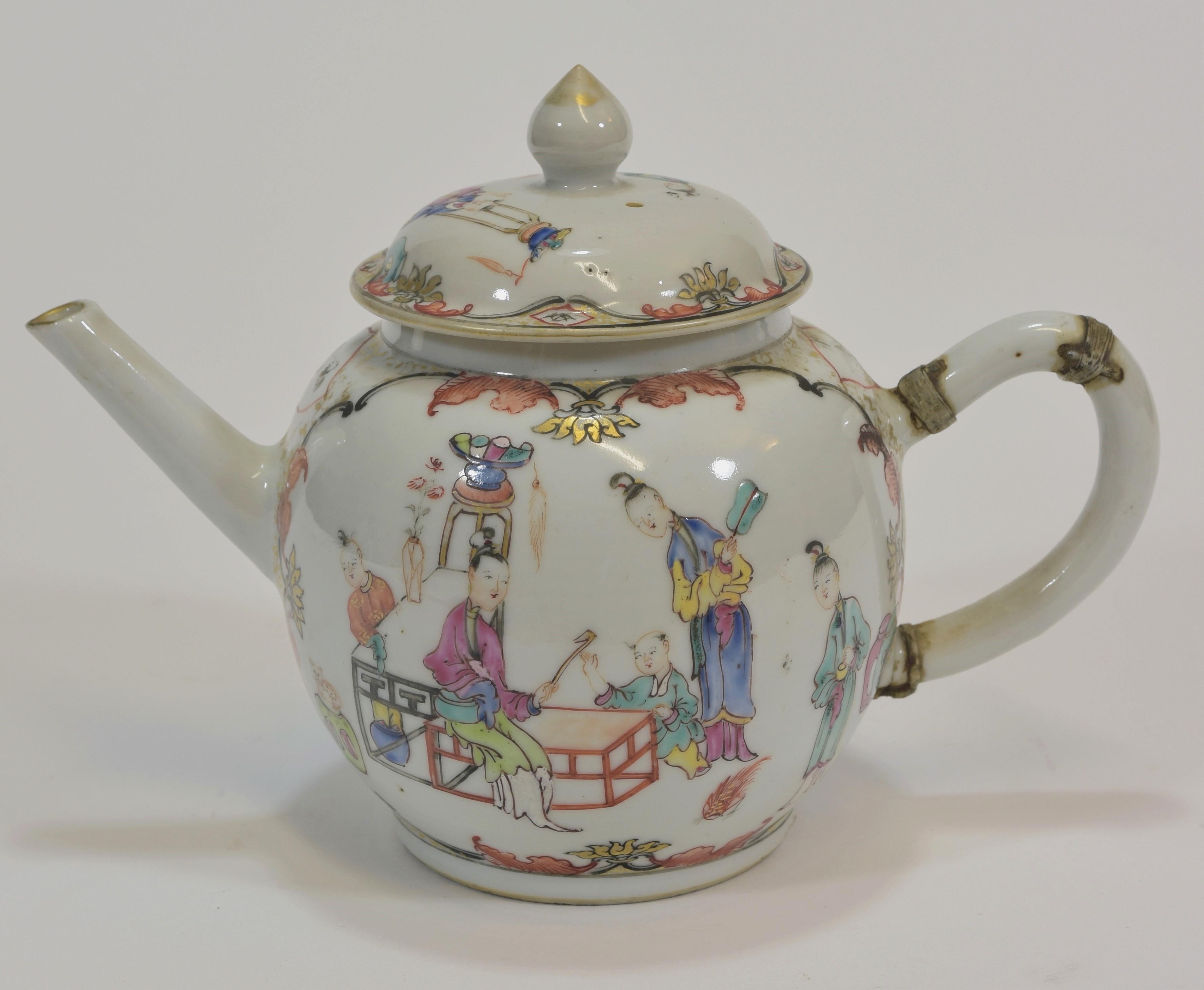 Lot 1 - Two 18th century famille rose tea pots 15cm (2) 清 十八世紀 粉彩茶壺兩個