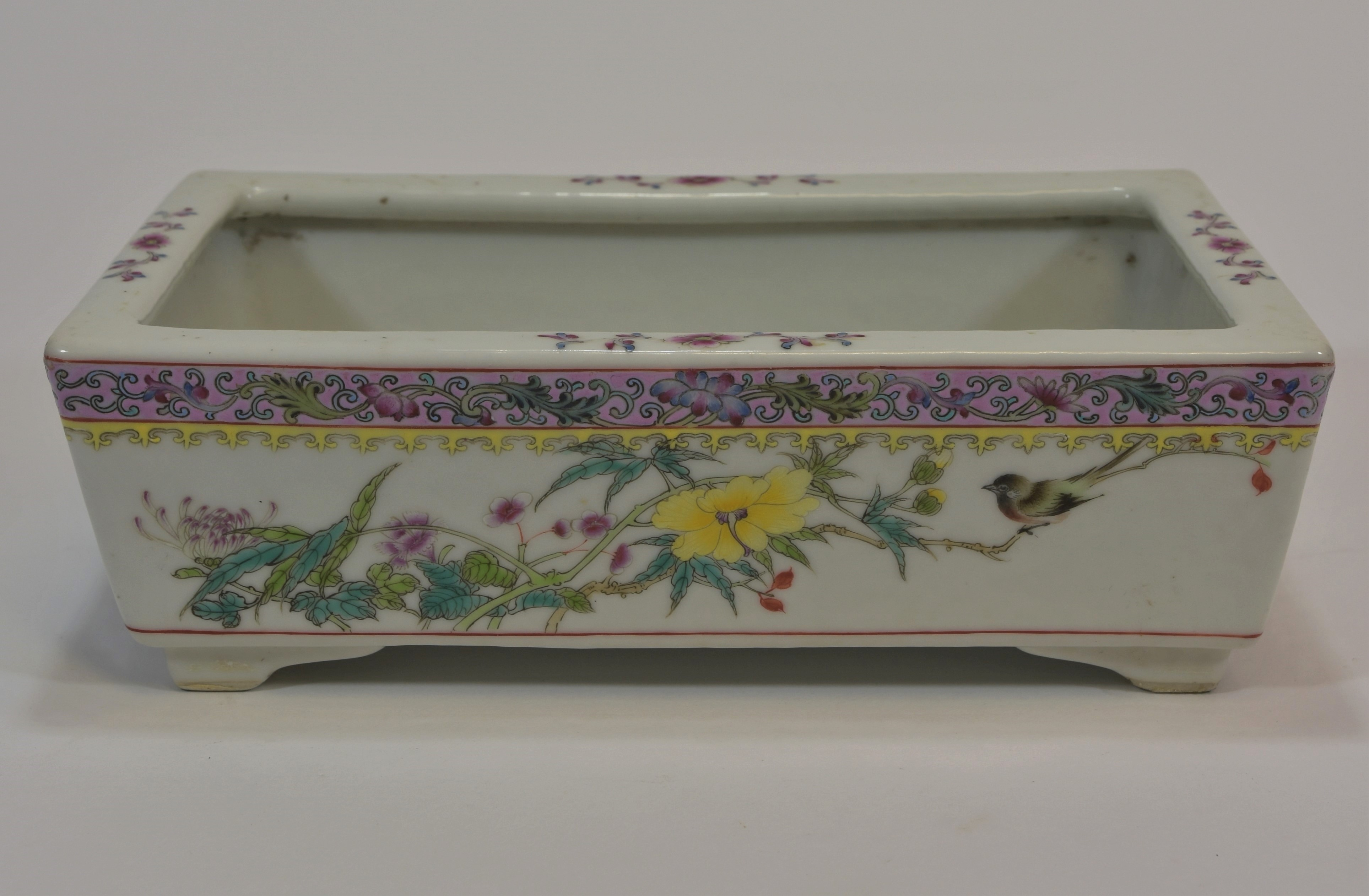 "Lot 7 - An early 20th century famille rose narcissus bowl Qianlong mark 24cm diameter民國早期 粉彩水仙盤""乾隆年制""款"