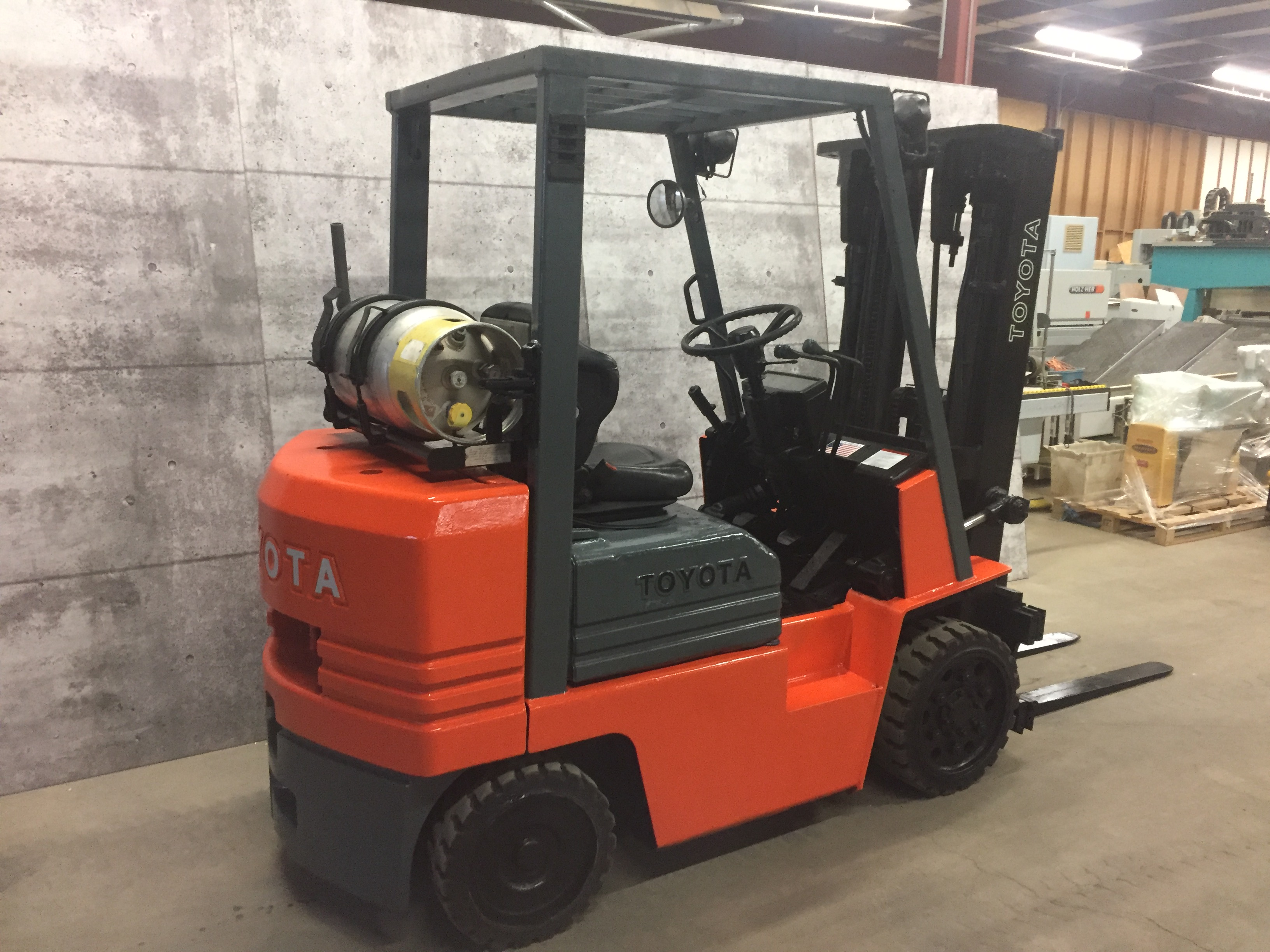 TOYOTA (NO. A 424992 TAKAHAMA) 5,000LBS LP PROPANE 3 STAGE SIDE SHIFT FORKLIFT (PROPANE TANK NOT - Image 3 of 5