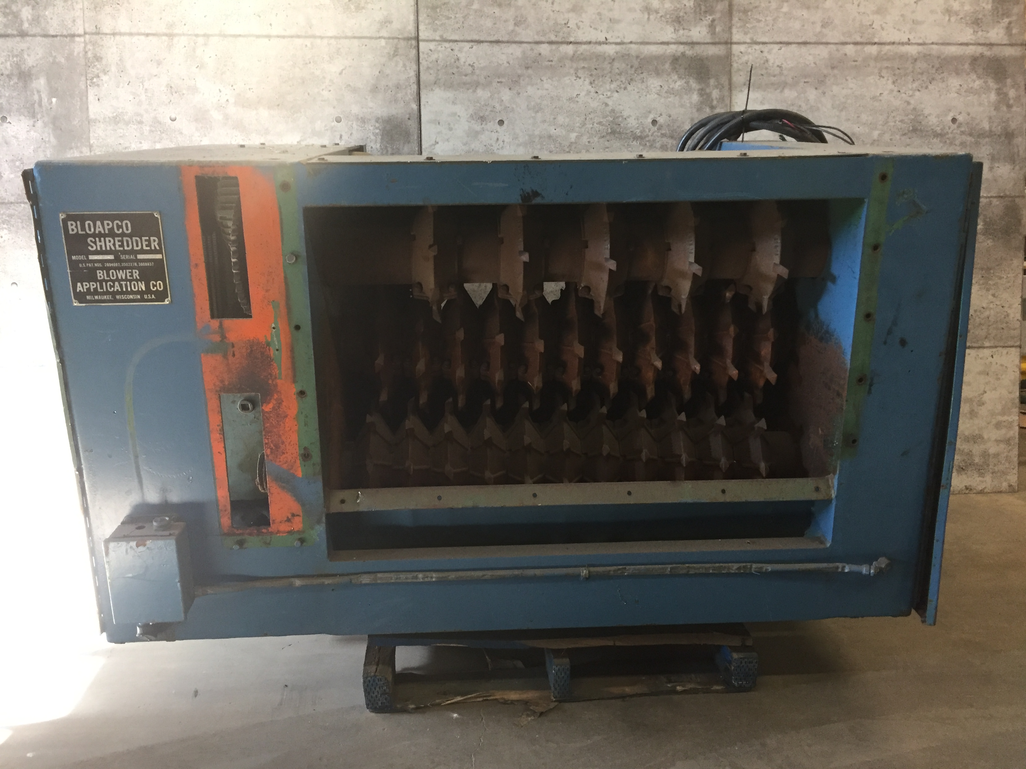 """BLOAPCO (MODEL #3C-2548-B) SHREDDER WITH 1"""" CORES AND CARDBOARD - SERIAL #73584"""