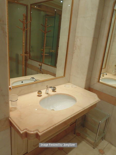 Auction id 11472 lot number 1235 ensuite shower for Bronze and silver bathroom accessories