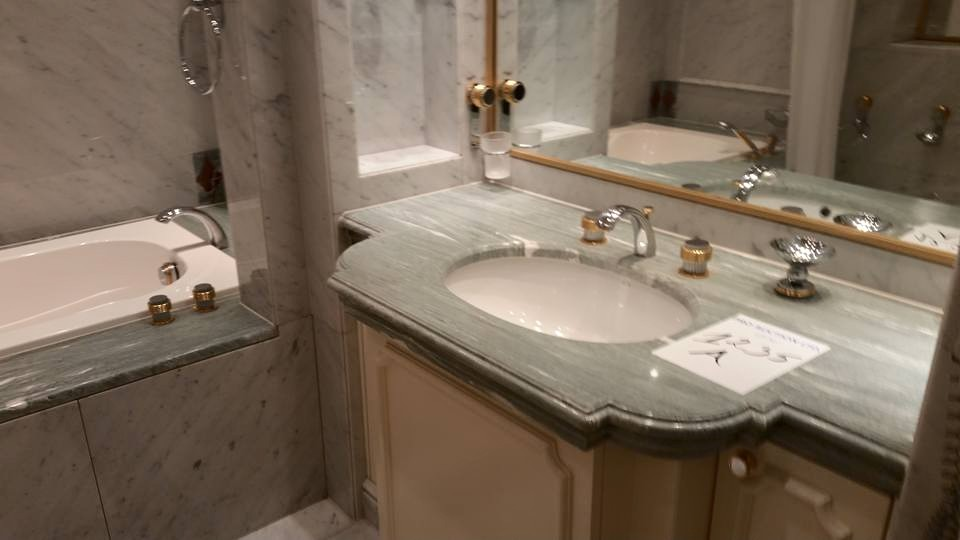 Wonderful Large Ensuite With Twin Vanity Basins Double Sized Shower And