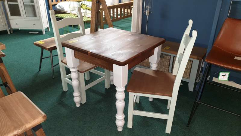 Lote 18 - FARMHOUSE KITCHEN TABLE 76CM SQUARE WITH 2 GREEN PAINTED CHAIRS RRP £349