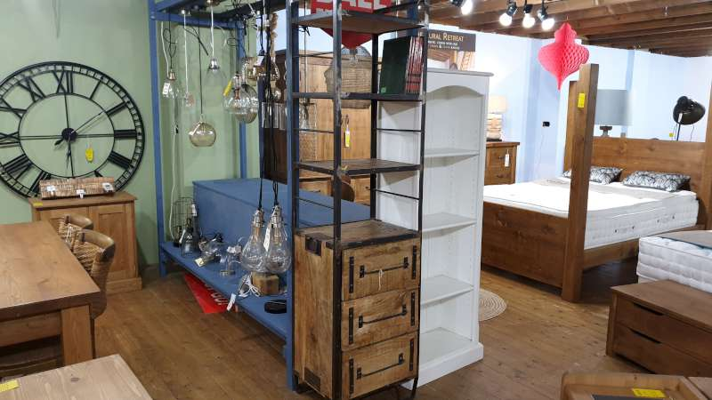 Lote 132 - INDUSTRIAL 3 SHELVED 3 DRAWER BOOKCASE RRP 429.00