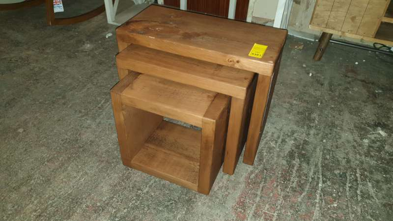 Lote 381 - NEST OF WOODEN TABLES