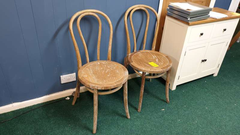 Lote 12 - 2 X WOODEN FARMHOUSE STYLE CHAIRS WASHED EFFECT FINISH RRP £198