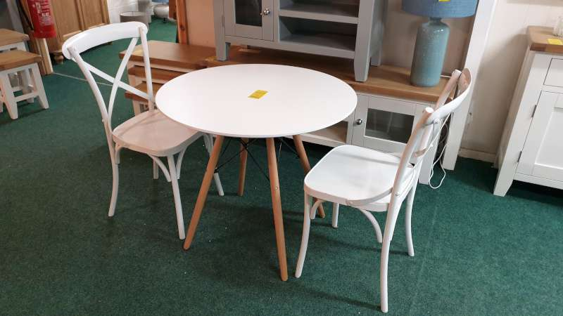 Lote 47 - ROUND WOODEN TABLE 80CM DIA PLUS 2 METAL CHAIRS RRP £299