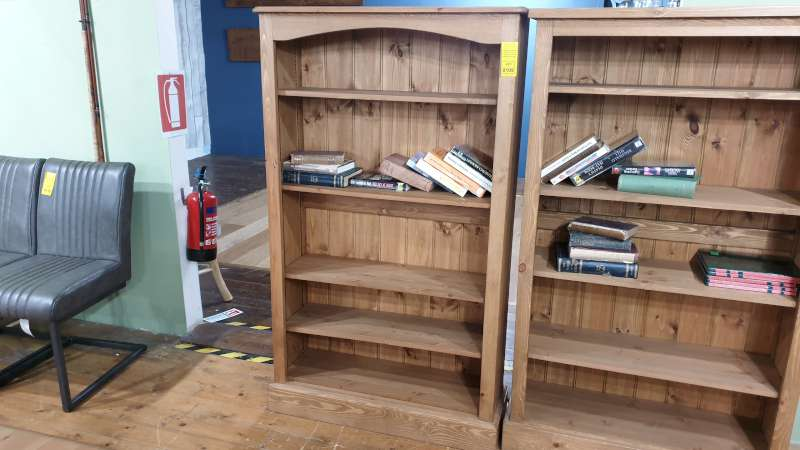 Lote 109 - 5 X SHELVED BOOKCASE SIZE W330MM X L915MM X H1520MM RRP 346.00