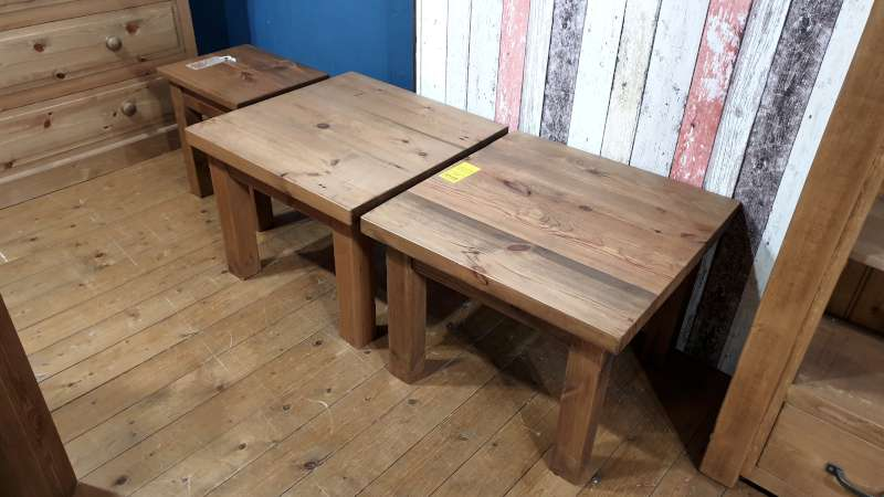 Lote 135 - LOT CONTAINING 2 X RUSTIC RECLAIMED WOODEN LAMP TABLES AND A PLANK STYLE WOODEN STOOL TOTAL RRP